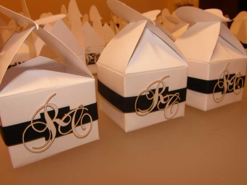 Marturii Nunta Cutie Cadou Cu Initialele Mirilor