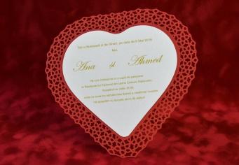 Invitatie de nunta in forma de inima cu arabescuri decupate pe margine