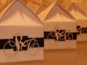 Cutie cadou personalizata cu initialele mirilor decupate si aplicate