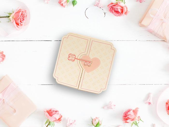 Cheia si cu inima se imbina perfect pentru a acoperi textul invitatiei de nunta
