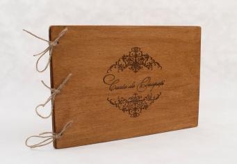 Carte oaspeti cu coperta din lemn gravat