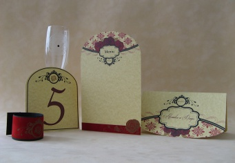Set decor masa nunta cu design vintage cu trandafiri