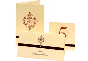Seturi complete pentru masa: plicuri bani, carduri nume, numere masa, meniuri, inele servet